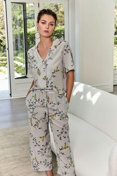 L'Agence Spring 2019 Ready-to-Wear Fashion Show Collection: See the complete L'Agence Spring 2019 Ready-to-Wear collection. Look 12 Love Fashion, Fashion News, Autumn Fashion, Fashion Design, Fashion Trends, Ladies Fashion, Nightgown Pattern, Cute Pajama Sets, Fashion Show Collection