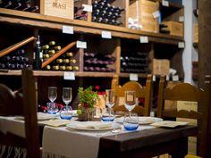 Forte Village Sardinia. La cantina di vini, vanta una selezione di duecentocinquanta produttori, selezionati tra le eccellenze italiane ed internazionali.