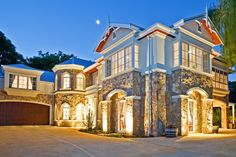 The Stone Manor - A home that combines modern amenities with classic sophistication by Luxury Home Builder - Platinum Homes