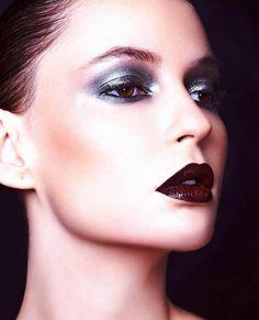 Jhenyfy Muller | metallic eyes, dark burgundy lips