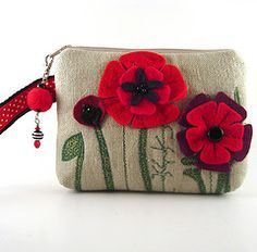 Poppy purse. Felt crafts are so much fun!