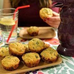 Muffins saladitos SIN GLUTEN de polenta, queso y puerros! Tienen un sabor increíble y quedan bien tiernos! Están muy buenos para comerlos tibios! Sólos, acompañando alguna picada, o para sanguchitos!