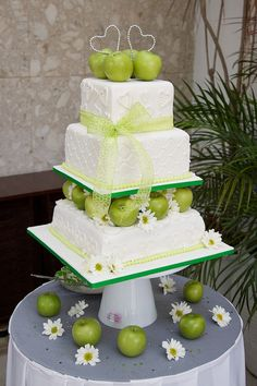 apple wedding cake instead with RED apples!!