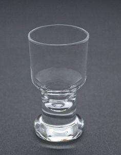 Kirkkaat juoma-, viini-, likööri-, snapsilasit & kahvi- ja teekupit | Astiataivas.fi - Vanhojen astioiden ystävien löytöpaikka Shot Glass, Tableware, Dinnerware, Tablewares, Place Settings, Shot Glasses