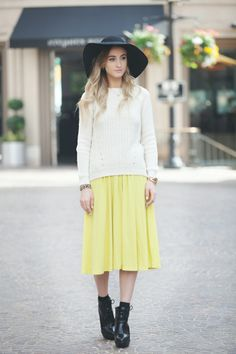 Queen of Jetlags gets inspired by the Rodeo Drive's vibe (Beverly Hills) and combines this yellow skirt with a very classy hat. We say: Chapeau!  See our post about fresh lemon looks on http://be-in-app.com/lemon-look/