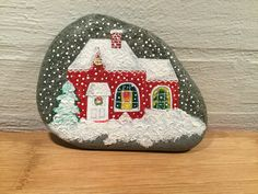 Rock Painting Patterns, Rock Painting Ideas Easy, Rock Painting Designs, Pebble Painting, Pebble Art, Stone Painting, Christmas Rock, Diy Christmas Gifts, Stone Crafts