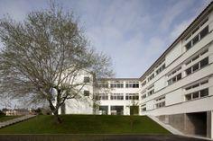 Escuela Secundaria Joaquim Carvalho / Inês Lobo Arquitectos (Figueira da Foz, Portugal) #architecture