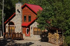 Wild Horse Cabin is secluded and located directly overlooking Fork Creek. It's sure to be a great location for your next family vacation or romatic getaway! Broken Bow Cabins, Sleeping Loft, Cabin Rentals, Wild Horses, Lodges, Oklahoma, Places To Visit, Vacation, Pets