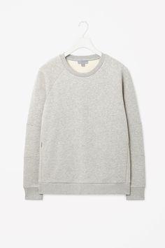 Panelled jersey sweatshirt http://www.cosstores.com/at/Shop/Men/Tops/Panelled_jersey_sweatshirt/10603263-17194505.1#c-24479