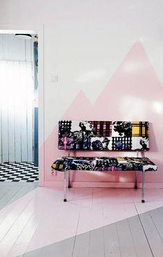Wandgestaltung Im Flur Mit Wandfarbe In Rosa Und Weiß