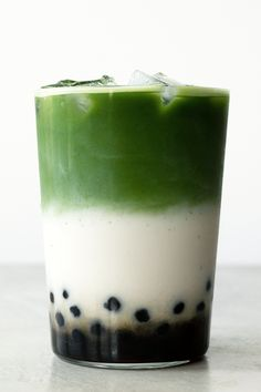 Iced matcha latte is a refreshing beverage that's easy to make. Get step-by-step directions on how to create a pretty layered iced matcha latte at home. Matcha Milk, Matcha Green Tea Latte, Bubble Tea Straws, How To Make Matcha, Green Tea Drinks, Best Matcha, Tea Sandwiches, Cucumber Sandwiches, Milk Tea