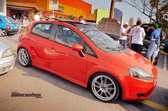 Fiat Punto - Evento: www.autocustom.com.br/2013/05/encontro-de-clubes-de-sp-carrefour-aricanduva-abril-2013