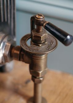 This Throttle manual valve add traditional styling in a number of finishes.