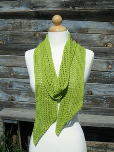 A free knit pattern  cute little something to dress up those warm weather t-shirts and jeans days.
