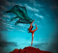 Distortion Photography, Dancer Photography, Fabric Photography, Creative Pictures, Cool Photos, Female Dancers, Fashion Model Poses, Underwater Photos, Tiny Dancer