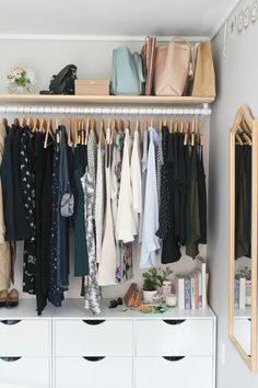 Small bedroom organization ideas ever. If you have a small bedroom, the space constraints may make it much harder to keep it harmonious and peaceful. But it is still OK which means that you need to more creative in keeping a small bedroom clutter-free. Closet Bedroom, Closet Space, Bedroom Storage, Home Bedroom, Bedroom Furniture, Bedrooms, Bedroom Ideas, Closet Dresser, Closet Bar
