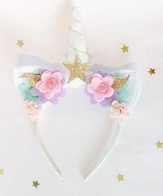 This beautiful handmade pastel unicorn headband is the perfect accessory for your childs birthday celebrations, or for a unicorn themed photo shoot, and it is so much fun your child will want to wear it everyday. The ears and horn are both handmade from q Diy Unicorn Headband, Felt Headband, Baby Headbands, Unicorn Halloween, Unicorn Costume, Rainbow Unicorn Party, Unicorn Birthday Parties, Unicorn Crafts, Girls Hair Accessories