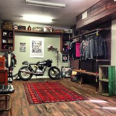 Convert Your Garage into a Man Cave - Man Cave Home Bar Motorcycle Workshop, Motorcycle Shop, Motorcycle Garage, Garage Shop, Garage House, Dream Garage, Garage Office, Estilo Cafe Racer, Cool Garages
