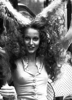 Jerry Hall Jerry Hall, 70s Hair, Original Supermodels, Retro Mode, Vintage Hippie, Retro Vintage, Vintage Curls, Best Beauty Tips, Vintage Beauty