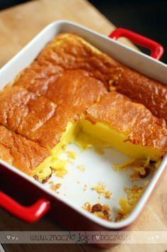 Smak tego deseru poznałam podczas naszych podróży po Francji, a dokładnie w Bretanii, bo jak sama nazwa wskazuje Far Breton właśnie stamtąd pochodzi. Polska nazwa, na którą natrafiłam podczas poszukiwań przepisu idealnego, czyli zapiekany budyń to zapewne efekt konsystencji jaką… Continue Reading → Healthy Dishes, Healthy Recipes, Sweet Recipes, Cake Recipes, Far Breton, Sweet Little Things, Polish Recipes, Pumpkin Cheesecake, Food Cakes