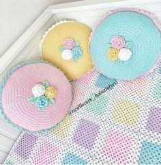 Crochet Cushions, Crochet Pillow, Crochet Motif, Baby Blanket Crochet, Crochet Designs, Crochet Flowers, Crochet Baby, Crochet Patterns, Crochet Toddler
