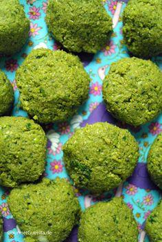 Smaragdgrüne Falaffel von grünen Erbsen / Emerald green Falaffel made from Peas