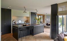 RhijnArt Keukens heeft deze prachtige design keuken gemaakt.
