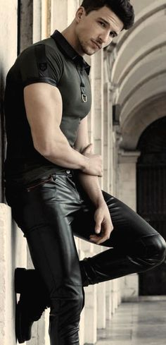 Mens Leather Pants, Tight Leather Pants, Teenage Guys, Cowboy Outfits, Good Looking Men, Leather Fashion, Men's Fashion, Cute Guys, Black Men