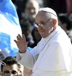 Le Papa aprove un decret contre le blanked de moneta in Le Vatican