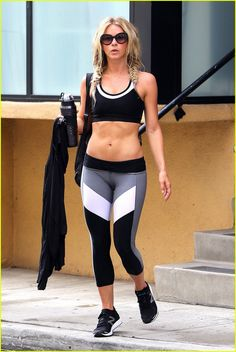 Julianne Hough Hangs Out With Pal Arielle Vandenberg: Photo Julianne Hough shows off her toned physique while heading out of the Tracey Anderson Gym on Wednesday morning (July in Studio City, Calif. Julianne Hough Hot, Julianne Moore, Julianna Hough, Arielle Vandenberg, Sexy Workout Clothes, Workout Outfits, Chico Fitness, Six Pack Abs Workout, Kate Hudson
