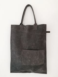 Bag IAN, cement by Willemijn van Dijk