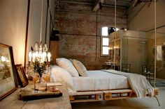 Suspended bed on pallets - factory apartment
