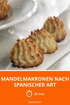 Spanish Almond Biscuits with Almond Flour, Sugar, Large Egg, Lemon. Macaroon Recipes, Dessert Recipes, Desserts, Biscuit Cookies, Biscuit Recipe, Keks Dessert, Almond Macaroons, Eat Smarter, International Recipes