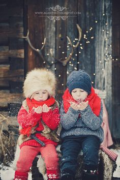 Family Photos What To Wear, Winter Family Photos, Winter Pictures, Christmas Photography, Winter Photography, Children Photography, Sister Poses, Outdoor Pictures, Girl Photo Shoots