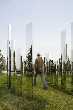Please Touch the Art par Jeppe Hein