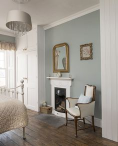 A beautifully restored Georgian cottage brimming with classic country charm Real Homes Country Cottage Interiors, Country Decor, Country Charm, Cottage Homes, Country Cottage Bedroom, Cottage Bedrooms, Rustic Decor, Bedroom Rustic, Modern Country