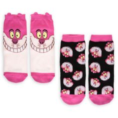 Add some cheeky Cheshire Cat style to your feet with these fun socks! The characterful pack comes with two different designs, each featuring colourful Cheshire Cat artwork with a contrasting trim.