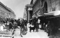 Market day, Bonsecours Market, St. Paul Street, Montreal, QC. 1870. Musée McCord Museum.