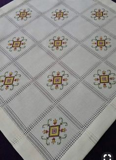 Hand Embroidery Design Patterns, Crochet Bedspread, Cross Stitch Rose, Embroidery Fashion, Bargello, Cross Stitch Designs, Hand Stitching, Pattern Design, Diy And Crafts