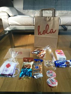 How to receive your guests on a budget – Welcome bags! – Destination Wedding Welcome Bags Destination Wedding Welcome Bag, Wedding Welcome Bags, Hotel Welcome Bags, Paper Shopping Bag, Cute Pictures, Budgeting, Gift Wrapping, Tote Bags, Guest Room