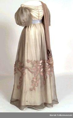 Evening dress, 1828, Norsk Folkemuseum.