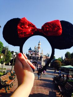 Perfect picture to take at DisneyLand or Walt Disney World. ❤✌