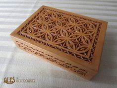 Ales the woodcarver: chip carved trinket box