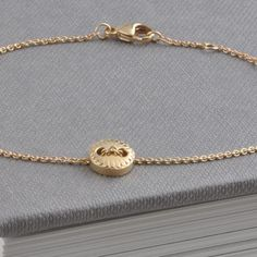 9ct Yellow Gold Scalloped Button Bracelet