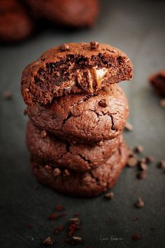 chocolate cookies with nutella Nutella Cookies, Coconut Cookies, Yummy Cookies, Chocolate Cookies, Chocolate Cream, Sweet Desserts, Sweet Recipes, Dessert Recipes, Biscuit Cookies
