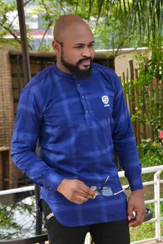 Julien Nigerian Outfits, Nigerian Men Fashion, African Men Fashion, African Wear, Mens Fashion, Different Types Of Dresses, African Shirts For Men, Designer Suits For Men, Stylish Shirts