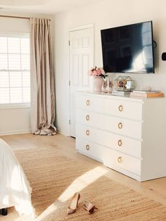 Learn how to make over the Ikea Malm dresser in a couple of simple steps! This is a super easy hack that will transform your Ikea Malm dresser from blah Tv In Bedroom, Bedroom Dressers, Room Ideas Bedroom, Bedroom Sets, Home Decor Bedroom, Ikea Bedroom Furniture, Master Bedroom, Furniture Ideas, Furniture Removal