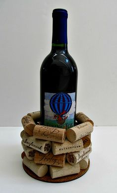 Was mit Korken zu tun ist - ungewöhnliche Ideen und viele DIY-Projekte auf Fotos Wine Craft, Wine Cork Crafts, Wine Bottle Crafts, Wine Bottle Corks, Wine Bottle Holders, Wine Cork Projects, Wine Cork Art, Wine Decor, Crafty Craft