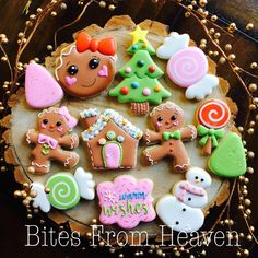 christmas cookies gingerbread Weihnachtspltzchen Christmas Options are now posted! Limited sets available so please head to my FB page! Christmas Biscuits, Christmas Sugar Cookies, Christmas Sweets, Christmas Baking, Decorated Christmas Cookies, Decorated Cookies, Iced Cookies, Cute Cookies, Cupcake Cookies