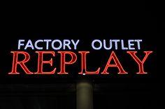 Installazione #Verbax #TETRA Contour General Electric General Electric, Led, Contour, Signage, Neon Signs, Lighting, Contouring, Billboard, Lights